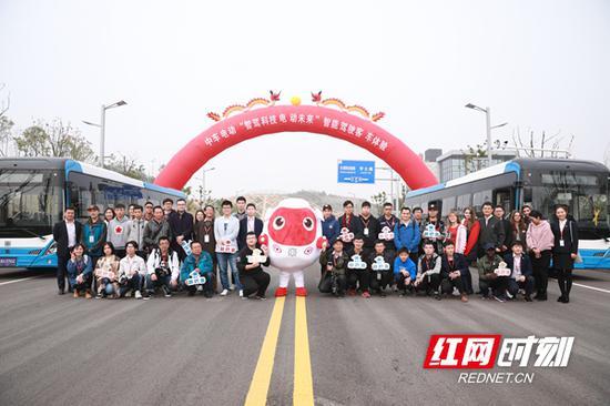 """12月1日,中车电动""""智驾科技·电动未来""""自动驾驶体验活动在湘江新区智能系统测试区举行。"""