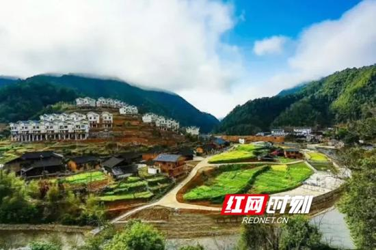 江华桐冲口千年瑶寨景区。