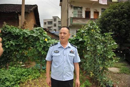黄其焕:用自己替换人质的英勇民警