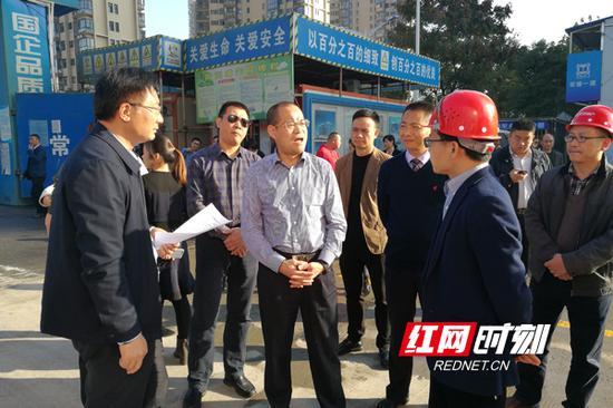 珠晖区领导带领党政考察团参观常德市森林城市项目安置点。
