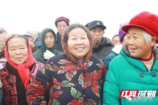 怀邵衡铁路是衡阳县的第一条铁路,开通当天吸引众多市民前来参观体验。