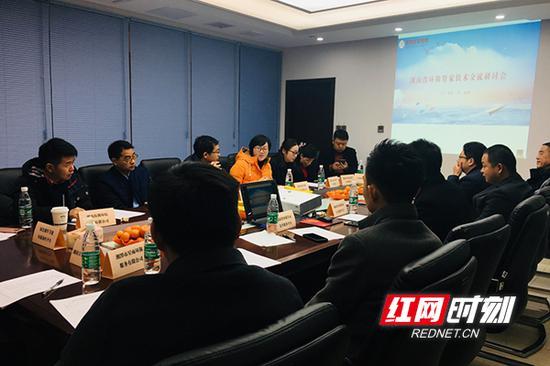 湖南省环境治理协会常务副会长胡萧、秘书长陈琴,湖南大学教授李晓东,中南林业科技大学教授詹鹏、傅晓华等专家教授参与了此次研讨会。