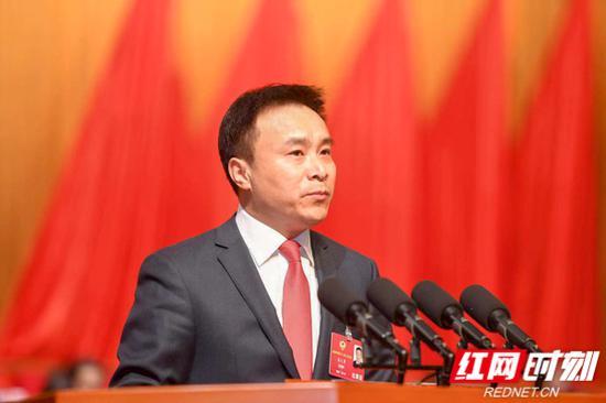 湖南省政协委员龚文勇提议鞭策矿企出海办事湖南发展。