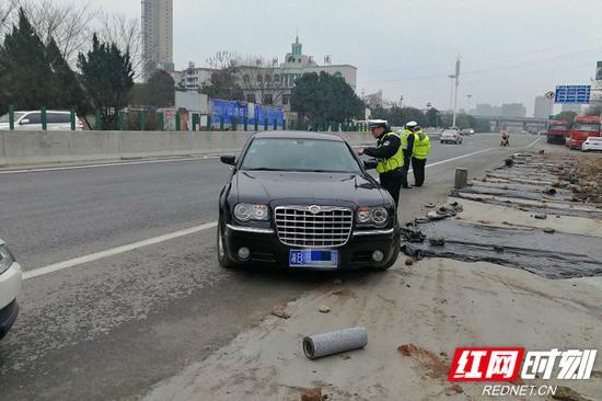 民警整治现场。