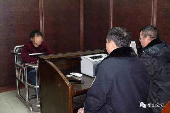(犯罪嫌疑人米某军正在接受民警的审讯)