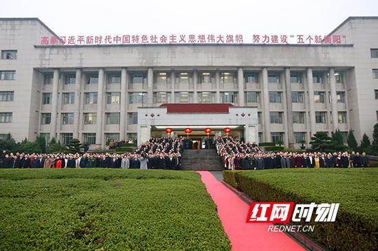 衡阳市委举行简朴而庄重的升国旗仪式。