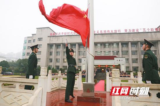 衡阳市委升旗现场。