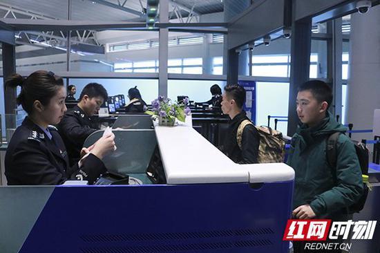 2019年春节期间,湖南出入境人数达到近6万人次(日均近8000人次),较去年同比增长2.5%。