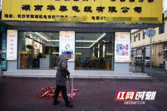 """长沙中心城区禁放""""开门炮"""",2人因违规燃放挨罚。"""