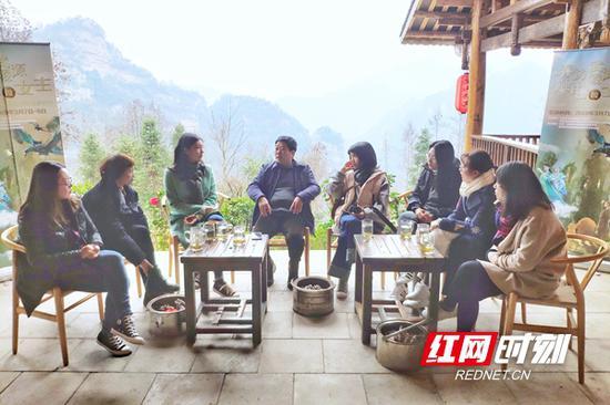 全国主流网媒张家界行分享会上,记者纷纷谈起武陵源之行的体验和感受。