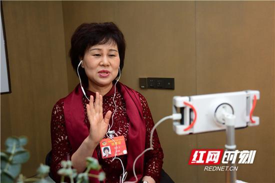 全国政协委员黄兰香也为省政协的工作创新点赞。