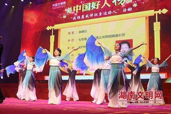 湘剧演唱《中国好人》。图片来源:湖南文明网 记者 彭团 摄