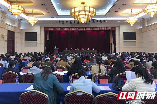 """3月27日,湖南省重点民生实事""""两癌""""免费检查项目总结会暨专题培训班在长沙举办。"""