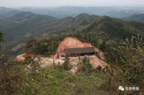 插合山山顶,李子英家的木屋。