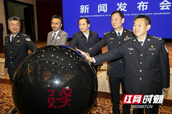 """""""湖南公安服务平台""""正式上线运行。"""