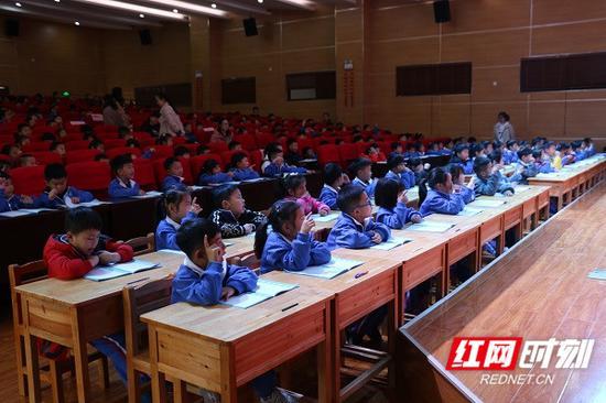 大家跟着老师一起练。