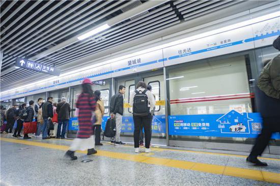 """明日将气温超30℃?长沙地铁已上线视觉清凉系""""夏日蓝"""""""