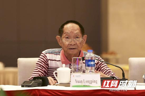袁隆平院士出席开幕式并致辞。