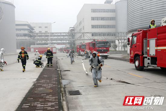 挂牌仪式结束后,开展了成立后的第一次全市危险化学品事故跨区域综合实战演练。