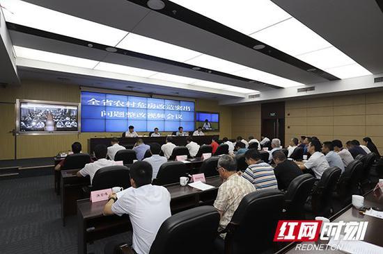 8月23日,全省农村危房改造突出问题整改视频会议在长沙召开。
