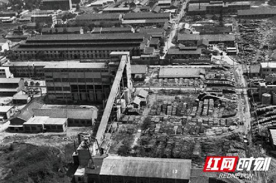 1975年的岳阳造纸厂