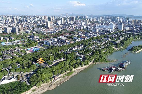 如今,洞庭湖上空俯瞰的岳阳城区新貌