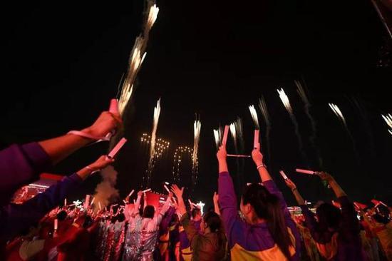 10月1日晚,庆祝中华人民共和国成立70周年联欢活动在北京天安门广场举行。(来源:新华社)