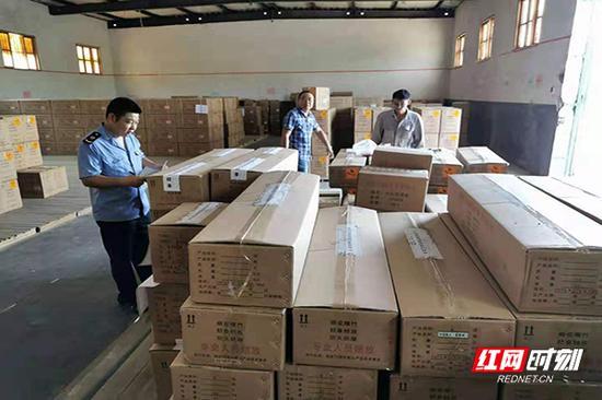 浏阳市市场监管局工作人员驻厂专职监管。