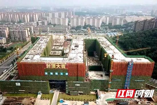今年5月,湘雅五医院南栋主体结构实现封顶。