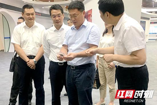 今年5月,天心区委书记朱东铁(左三)带队赴武汉、北京、济南开展招商活动。