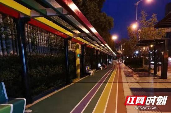 青园街道新建的彩虹步道。
