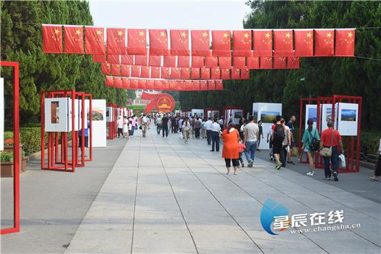 (国庆期间,湖南烈士公园人气很旺。星辰全媒体记者 黄超 摄)