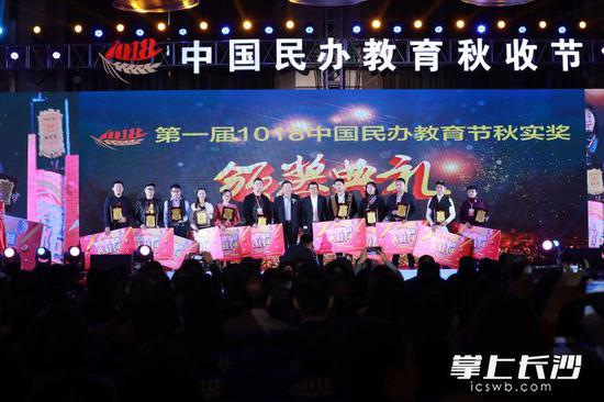 峰会第一届资料照片。