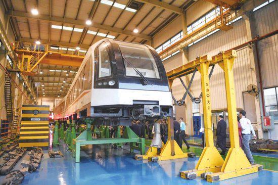 ▶10月18日,中车株机磁浮交通系统 中心内的磁浮列车。组图/记者金林