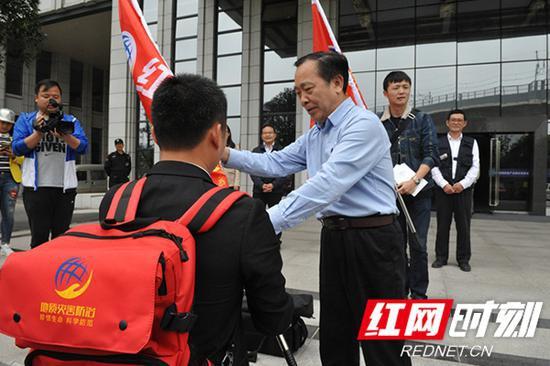 自然资源厅组织开展湖南地质灾害防治红背包暖心行动。
