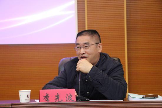 湖南省法学会民商法研究会副会长、湖南警察学院副院长李先波主持会议