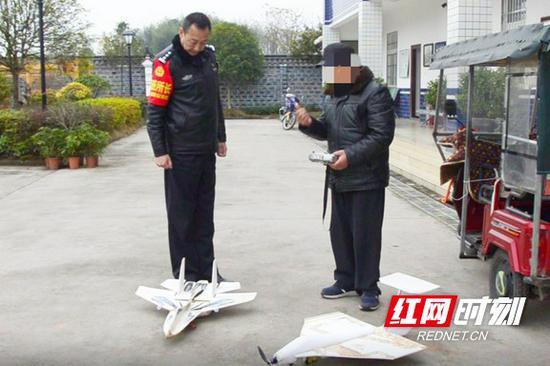 民警对老人进行了严肃的批评教育。