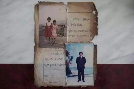 1996年慈利县公安局开的关于父亲被杀的案情说明、两姐妹小时候的合影和父亲的照片。 新京报资料图
