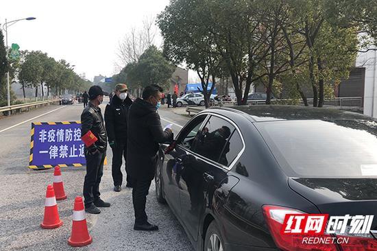 华容县三峰寺镇对辖区内各主要路口道路实行封闭管理。