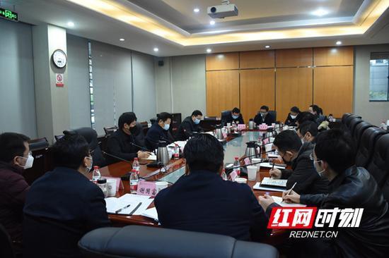 2月10日下午,湖南湘江新区就抓好疫情防控和复工复产进行部署。