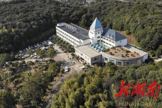 (1月31日,长沙市第一医院北院修缮改造工程完工,成为长沙抗击新型冠状病毒感染的肺炎疫情的主战场。湖南日报·新湖南客户端记者 辜鹏博 摄)