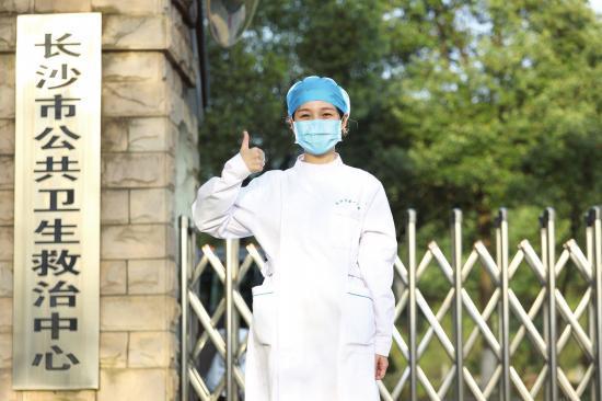 △长沙市第一医院儿科医学中心感染病区护士何洁。图 / 记者金林张云峰