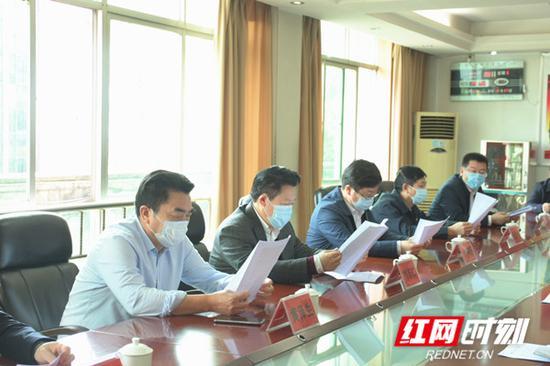 刘志仁鼓励郴州公共汽车公司,希望公司树立信心,尽快走出困境。