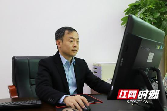 望城一中校长、湖南g10教育联盟及湖南h11教育联盟秘书长刘宇致辞。