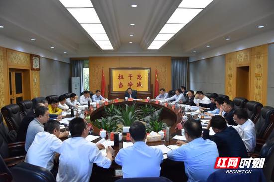4月28日下午,郴州市委书记易鹏飞专题调度项目申报争取工作。