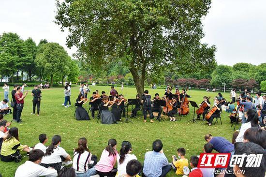 5月1日,夏之恋·橘子洲假日音乐会上演。