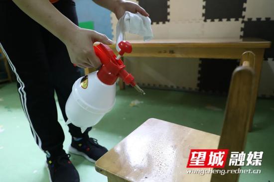 幼儿离园后,将教室以及幼儿用品一一清洗消毒。