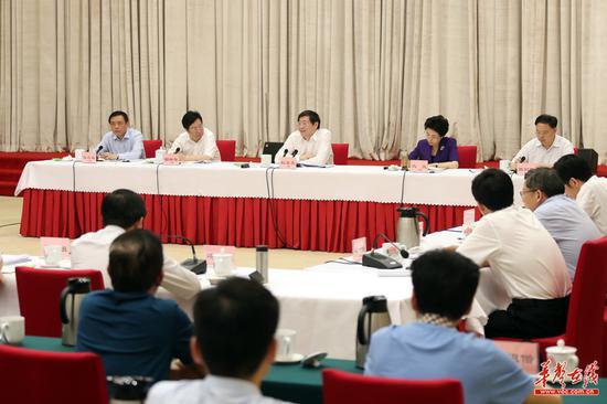 (6月3日下午,省委召开加强网上舆论宣传、做好互联网工作交流会,省委书记杜家毫出席并讲话。湖南日报·华声在线记者 罗新国 摄)