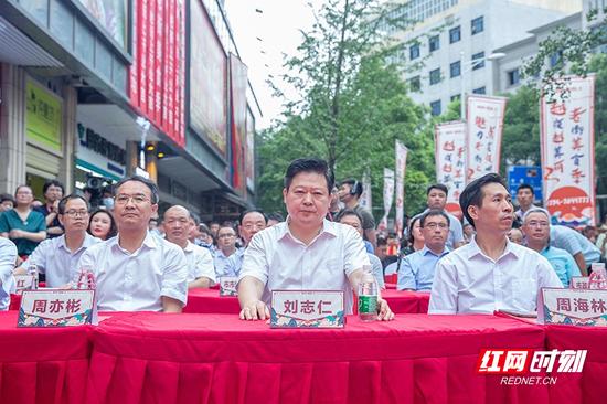 """刘志仁说,要加强运营管理,点亮""""郴州 · 老街上""""这个品牌。"""