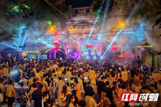 6月25日晚,长沙火宫殿首届Freestyle Battle大赛举行。